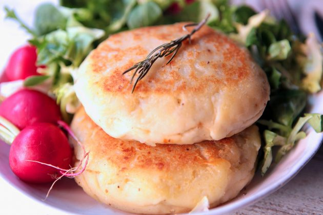 pastelitos de patata rellenos veganos