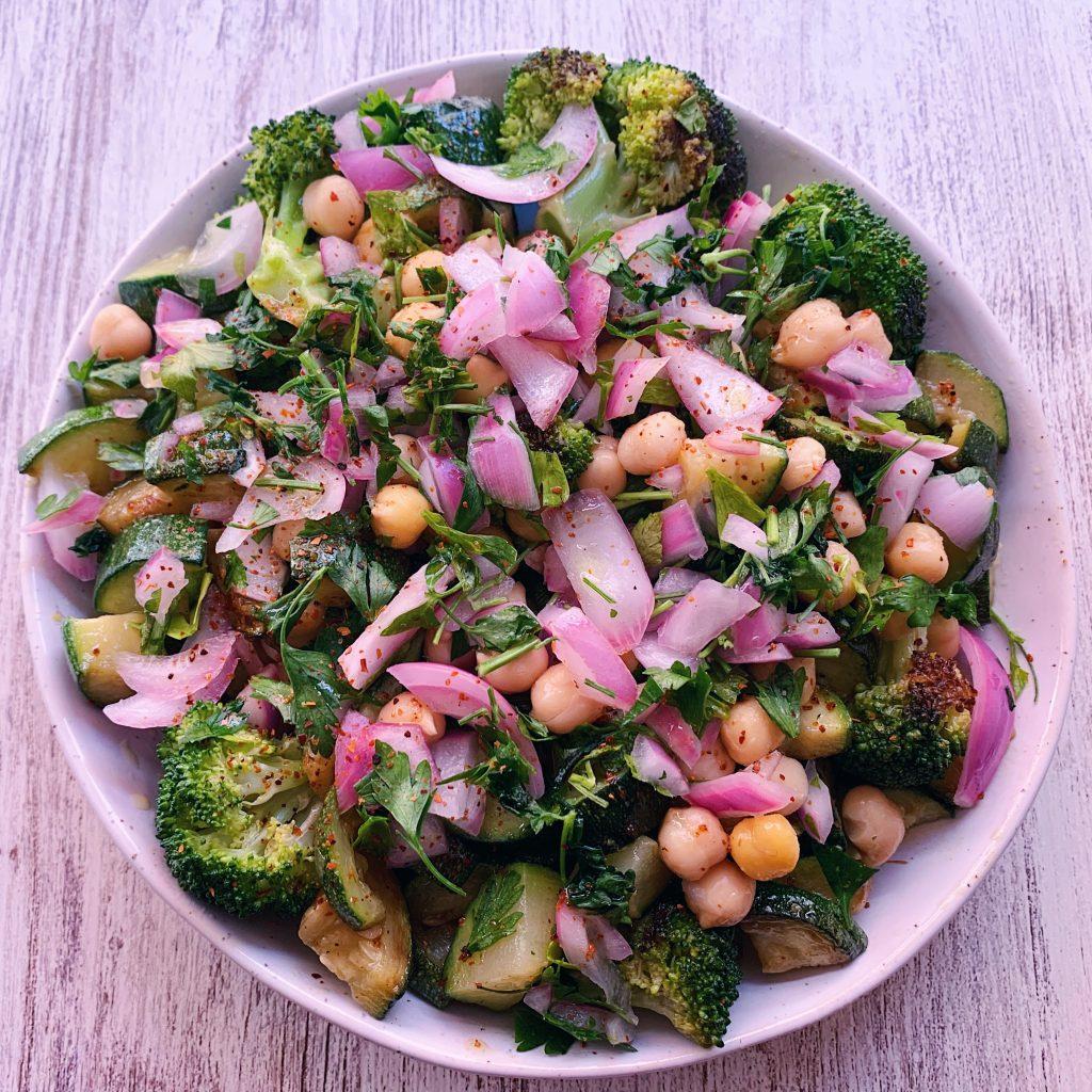Ensalada de garbanzos y brócoli