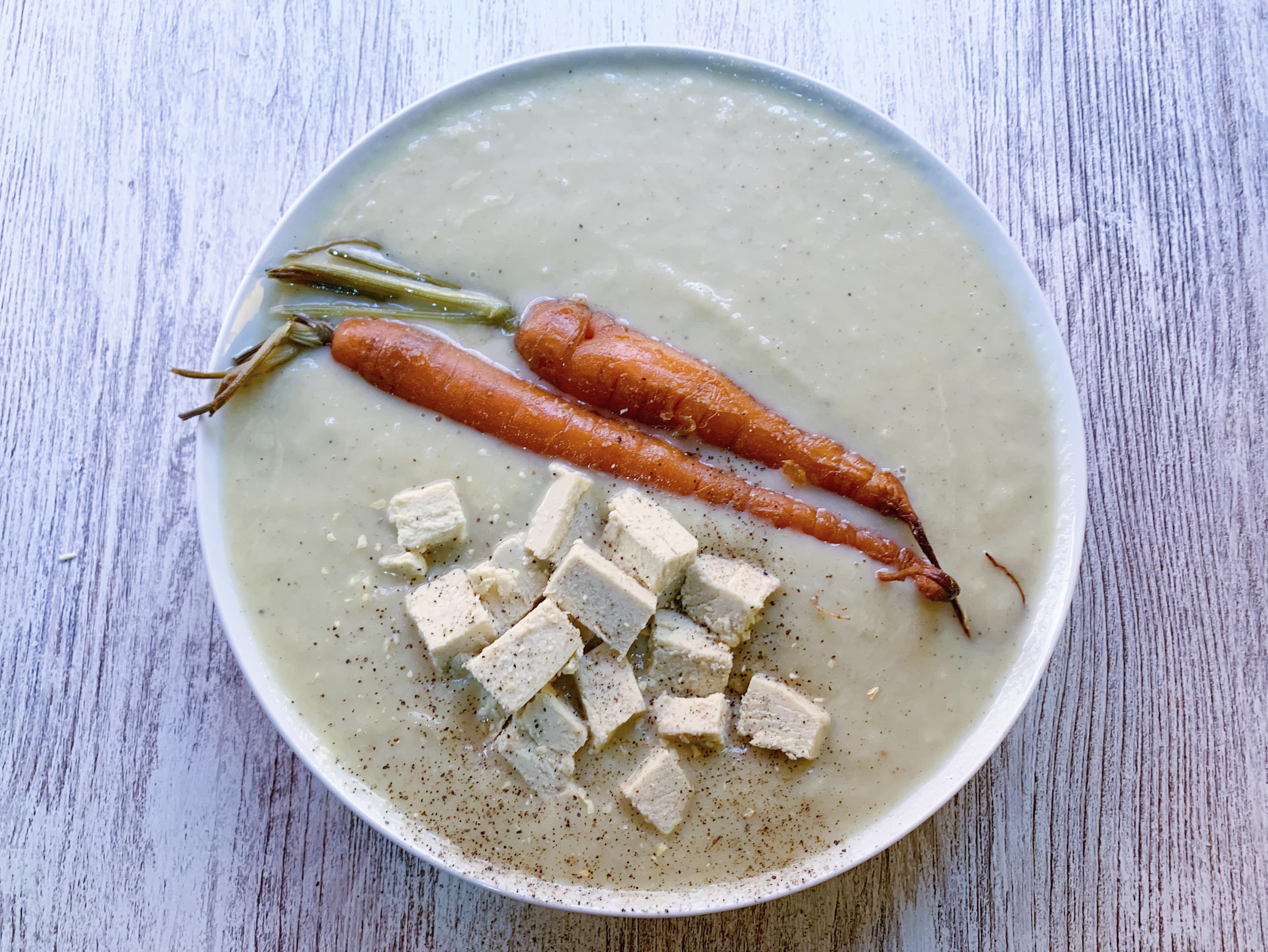 crema de puerros y pera con tofu y zanahorias